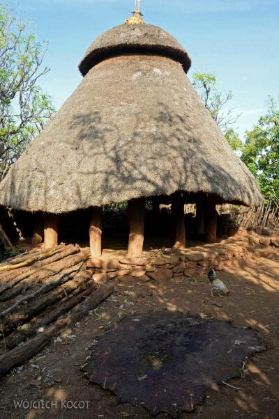 Et24274-W wiosce Gamole plemienia Konso-domy