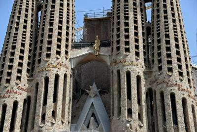 Basz008-La Sagrada Familia-fragm ściany zachodniej