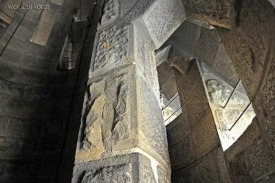 Basz019-La Sagrada Familia-w wieżach zachodnich