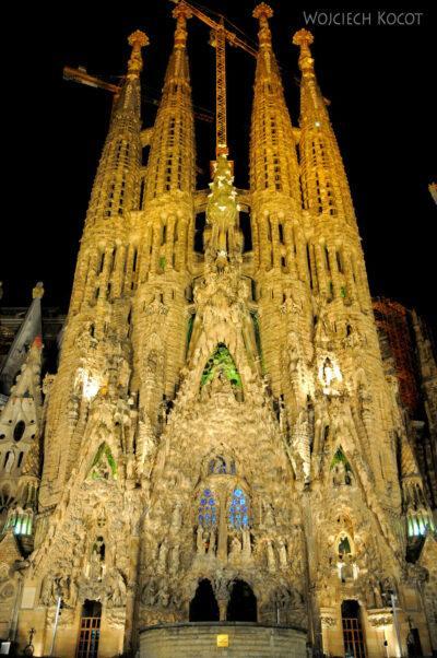 Basz109-La Sagrada Familia-fasada wschodnia nocą