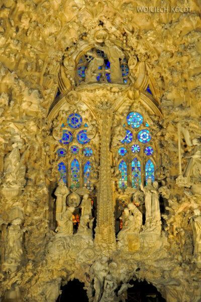Basz112-La Sagrada Familia-fasada wschodnia nocą