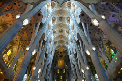 Basw003-La Sagrada Familia-wnętrze