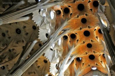 Basw007-La Sagrada Familia-wnętrze