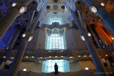 Basw011-La Sagrada Familia-wnętrze