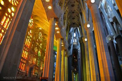 Basw013-La Sagrada Familia-wnętrze