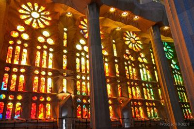 Basw016-La Sagrada Familia-wnętrze
