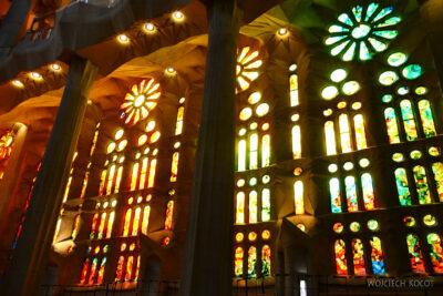 Basw017-La Sagrada Familia-wnętrze