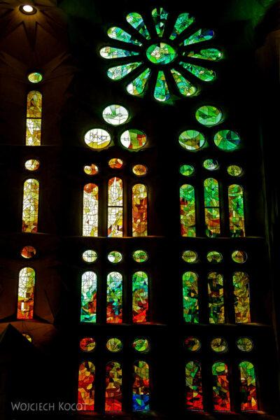 Basw019-La Sagrada Familia-wnętrze