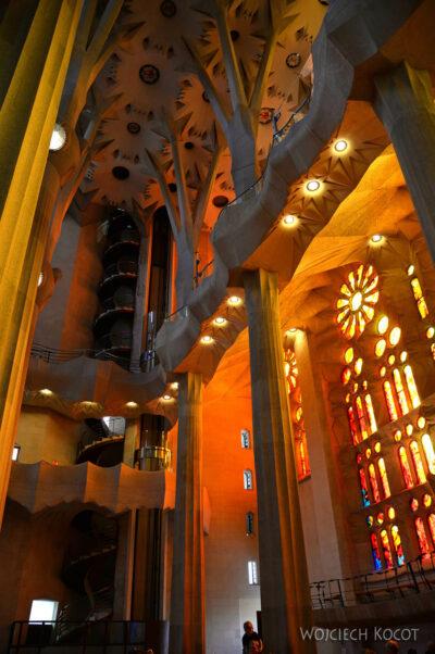 Basw023-La Sagrada Familia-wnętrze