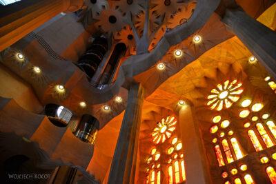 Basw024-La Sagrada Familia-wnętrze