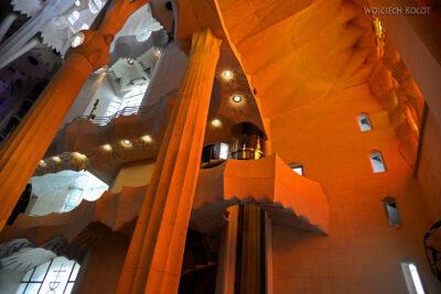 Basw025-La Sagrada Familia-wnętrze