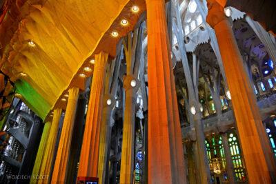 Basw026-La Sagrada Familia-wnętrze