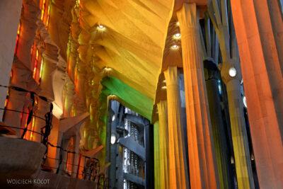 Basw027-La Sagrada Familia-wnętrze