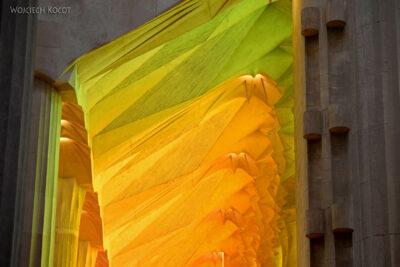 Basw028-La Sagrada Familia-wnętrze