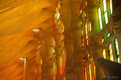Basw029-La Sagrada Familia-wnętrze
