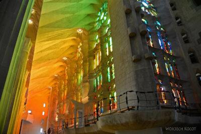 Basw031-La Sagrada Familia-wnętrze