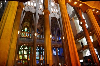 Basw035-La Sagrada Familia-wnętrze