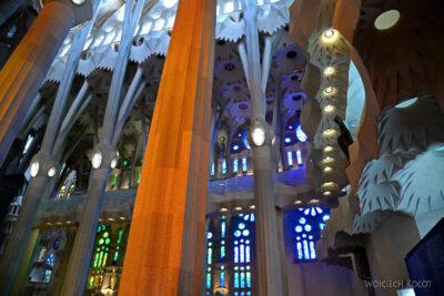 Basw036-La Sagrada Familia-wnętrze