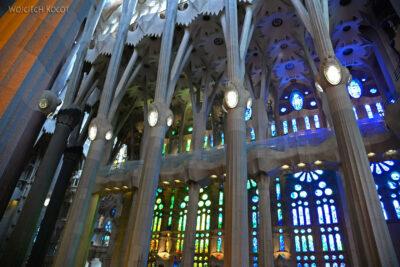 Basw038-La Sagrada Familia-wnętrze