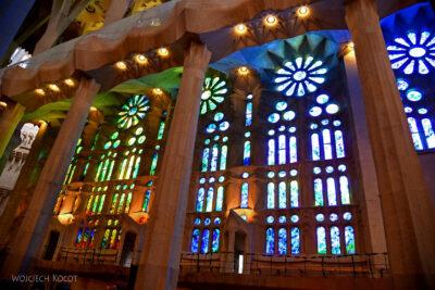 Basw039-La Sagrada Familia-wnętrze