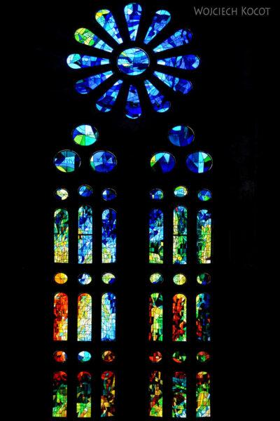 Basw041-La Sagrada Familia-wnętrze
