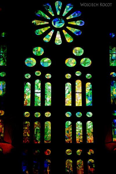 Basw043-La Sagrada Familia-wnętrze