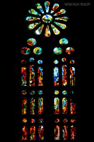 Basw047-La Sagrada Familia-wnętrze