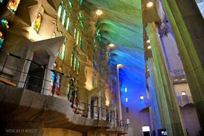 Basw048-La Sagrada Familia-wnętrze