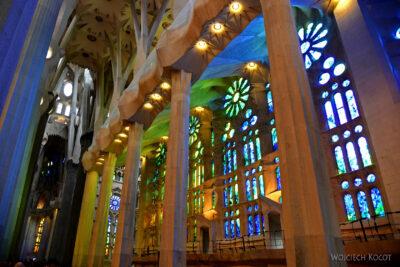 Basw049-La Sagrada Familia-wnętrze
