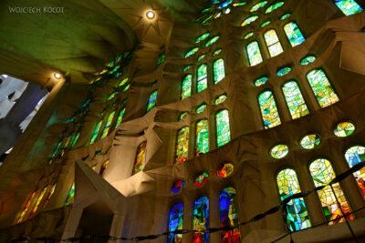 Basw051-La Sagrada Familia-wnętrze