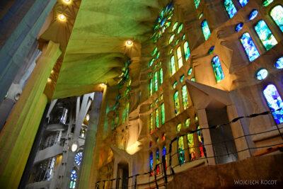 Basw052-La Sagrada Familia-wnętrze