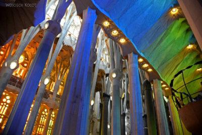Basw055-La Sagrada Familia-wnętrze