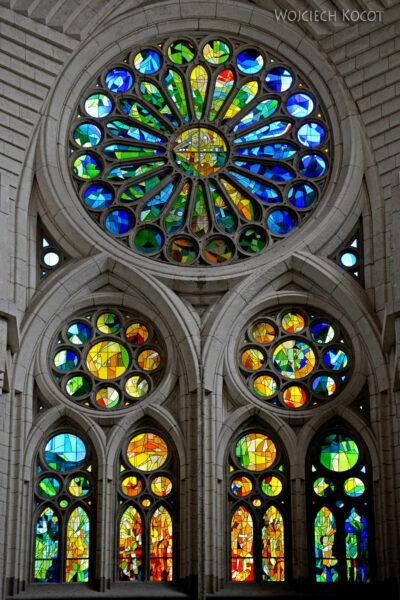 Basw060-La Sagrada Familia-wnętrze