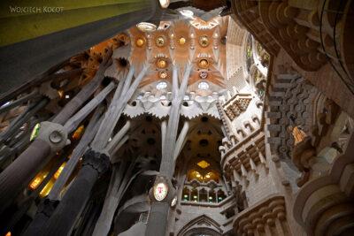 Basw062-La Sagrada Familia-wnętrze