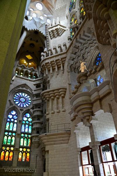 Basw063-La Sagrada Familia-wnętrze