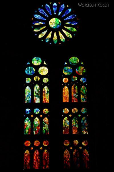 Basw067-La Sagrada Familia-wnętrze