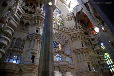 Basw068-La Sagrada Familia-wnętrze