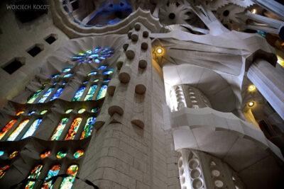 Basw071-La Sagrada Familia-wnętrze