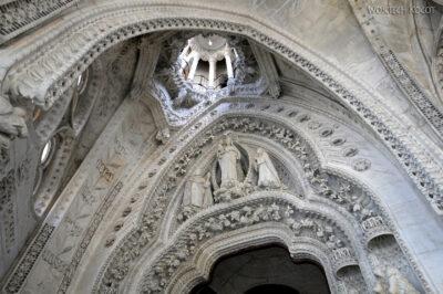 Basw072-La Sagrada Familia-wnętrze
