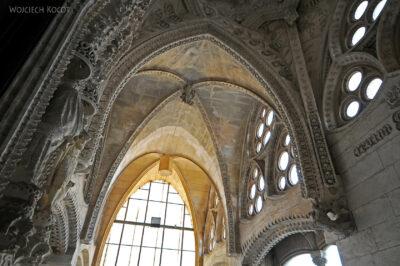 Basw073-La Sagrada Familia-wnętrze