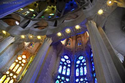 Basw075-La Sagrada Familia-wnętrze