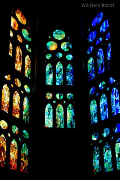 Basw077-La Sagrada Familia-wnętrze