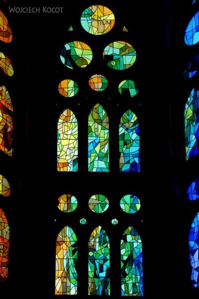 Basw081-La Sagrada Familia-wnętrze